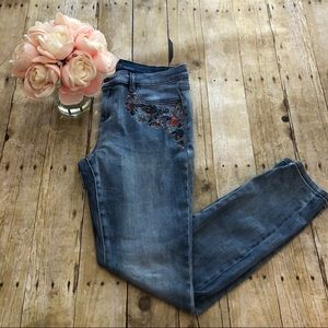 New York and Co SoHo Embroidered Jean Leggings